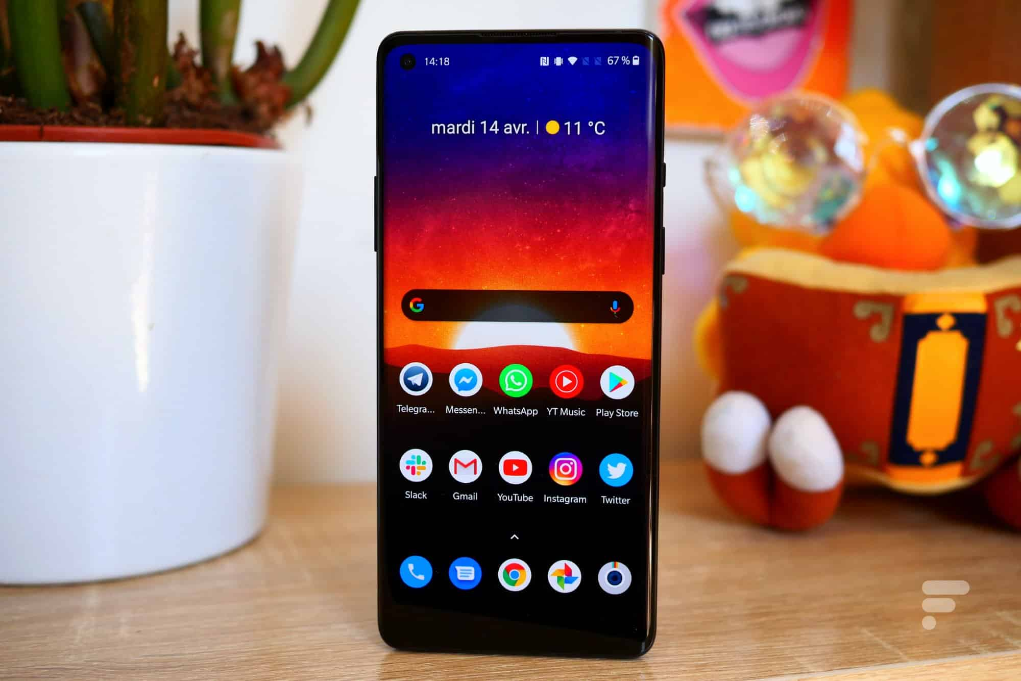 The OnePlus 8 screen
